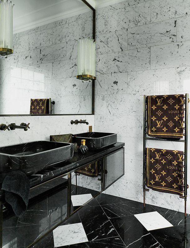 Black Bathrooms-image via Sukio-designer Colin Radcliffe's home