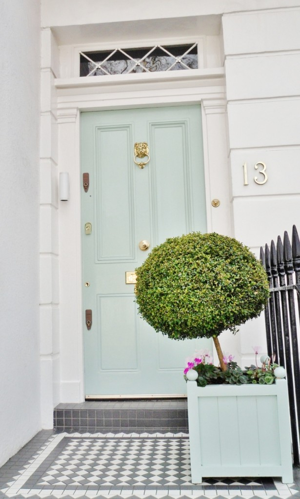 Entry to a townhome in Chelsea, London-image via the Life the Style on Tumbler