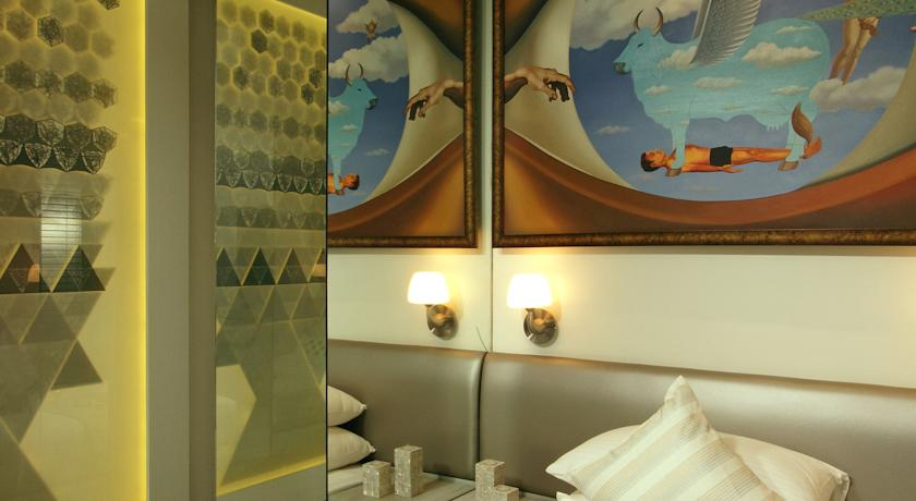 Another room at Le Sutra inspired by a contemporary Indian artist-image via booking.com