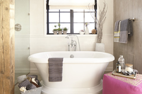 DXV Classic Tub in renovated bathroom by Cory Klassen