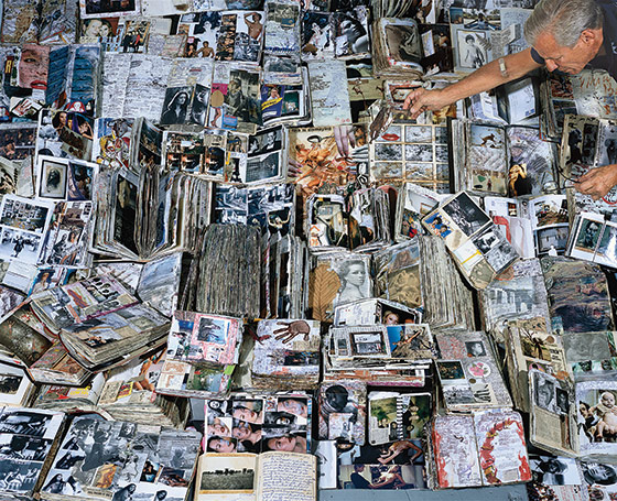 Peter Beard with his diaries-image via NYMagazine